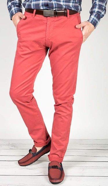 Spodnie materiałowe typu chinosy 7647 czerwone.